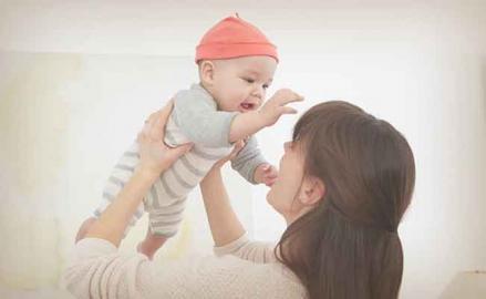 Reflujo en bebés: últimas investigaciones médicas.
